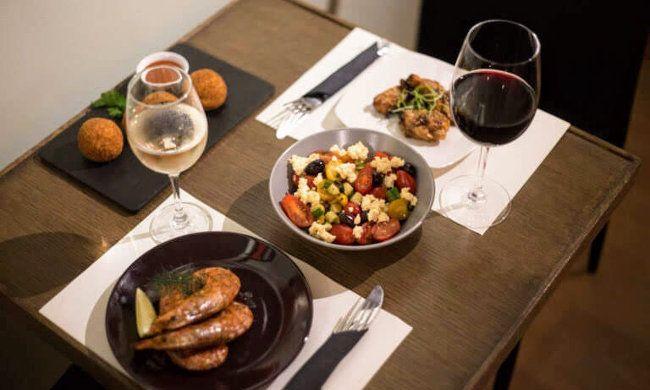 """10€ από 20€ για ένα γεύμα 2 ατόμων με ελεύθερη επιλογή από τον κατάλογο, στo """"City Kolonaki"""" στο κέντρο της Αθήνας"""